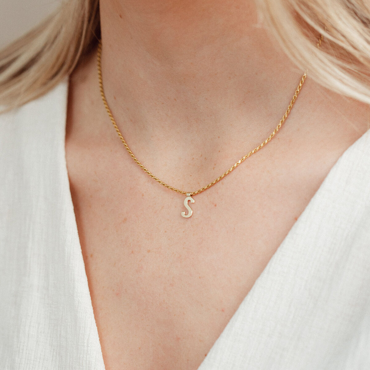 Ruby Rope Letter Necklace goud S model